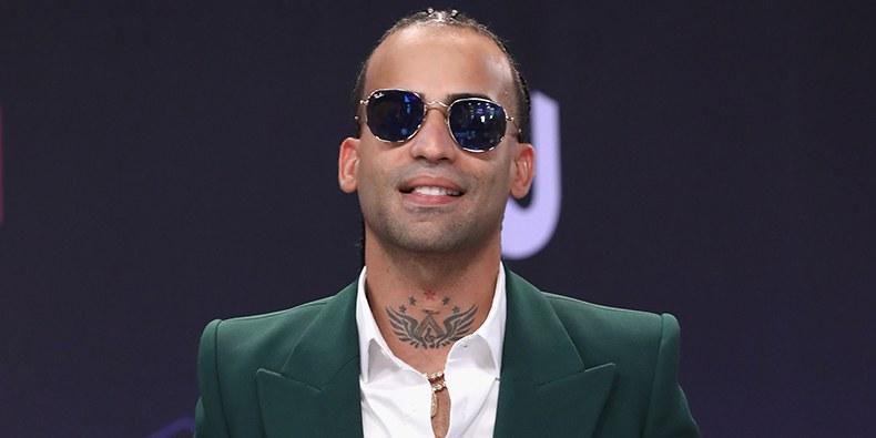 Photo of El cantante Arcángel fue arrestado por violencia doméstica