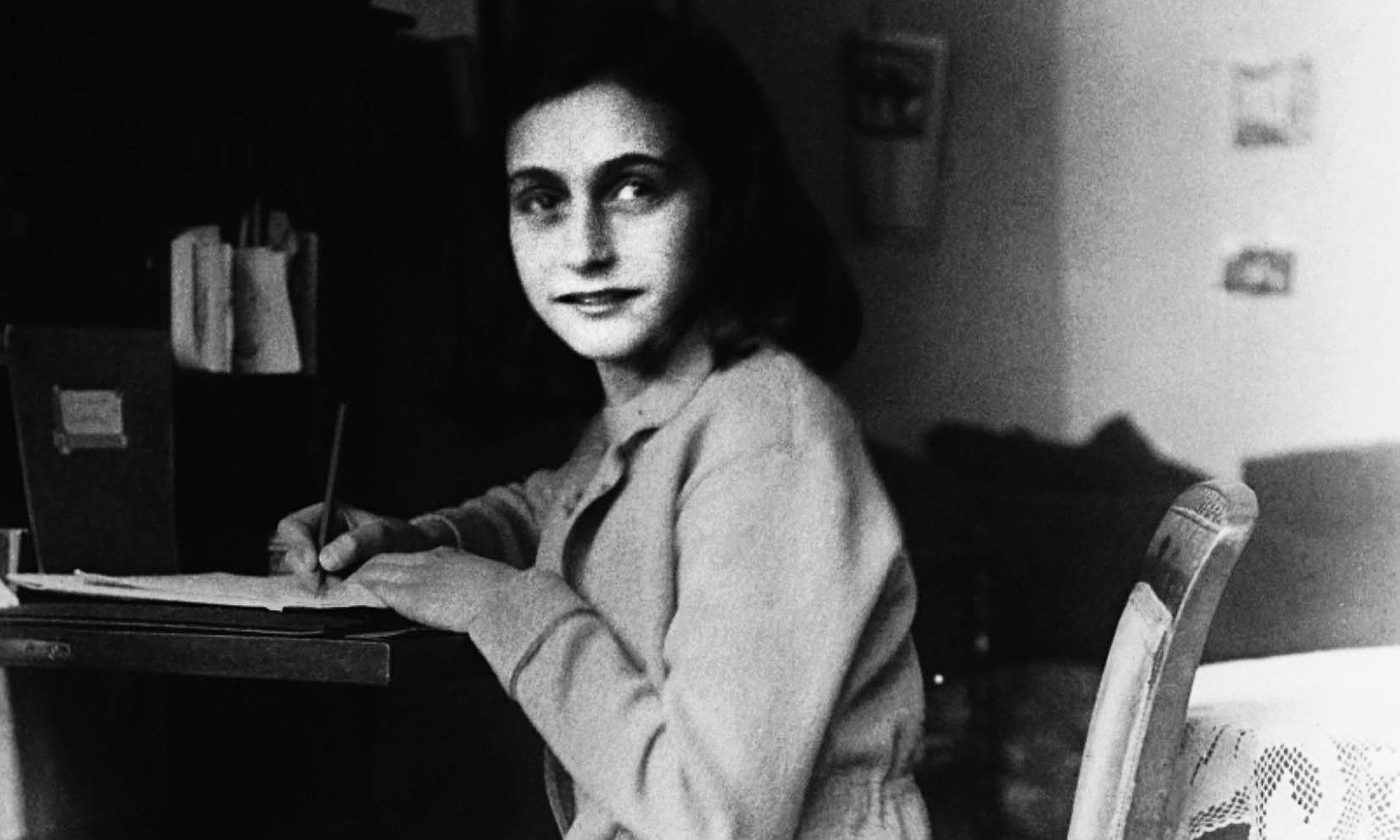 """Photo of Publican por primera vez la versión original de El """"Diario de Anna Frank"""""""