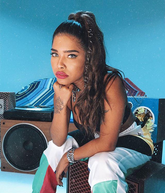 Photo of Elisama estrena el vídeo de «No Me Gusta el Reggaetón»