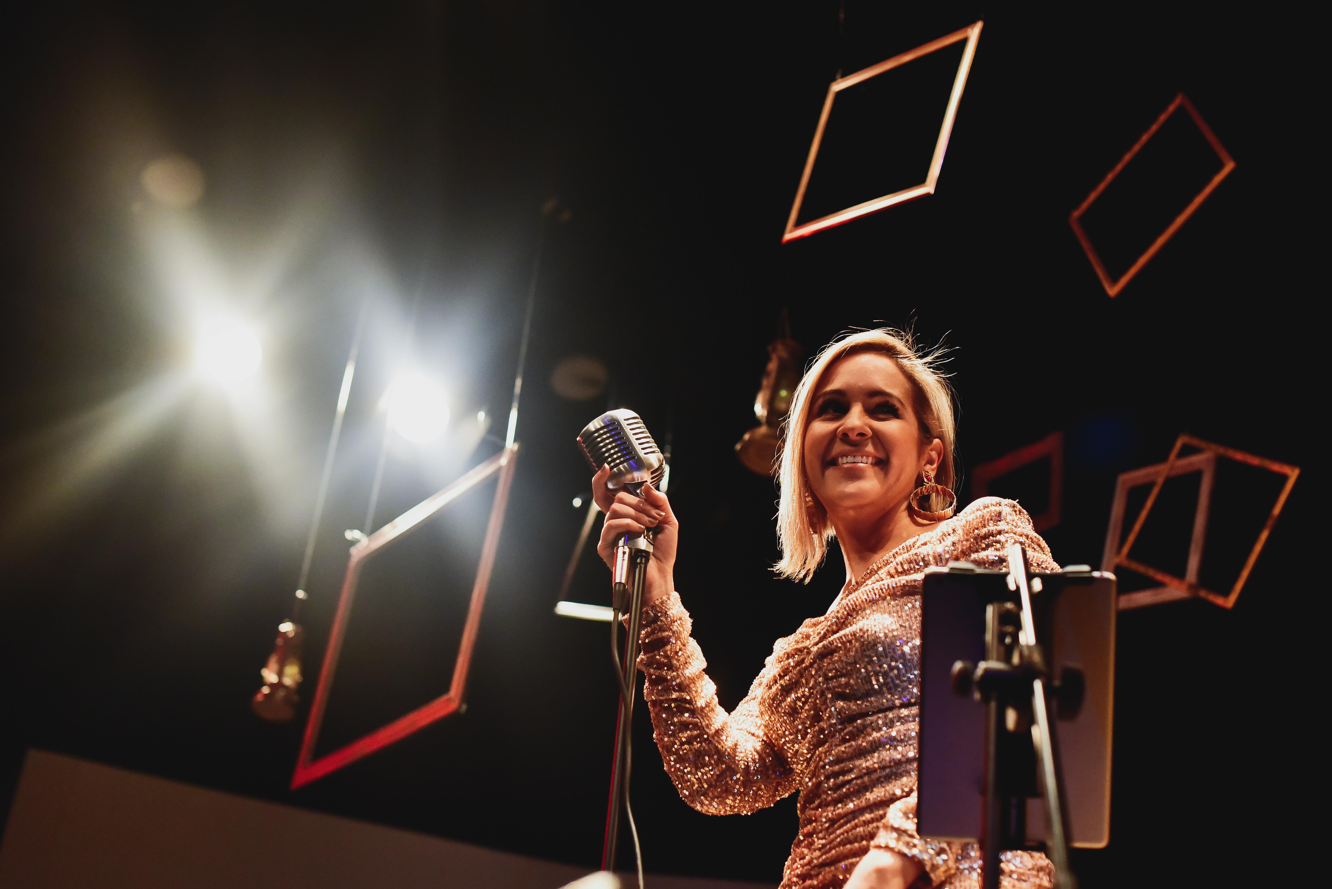 Photo of Marianne Mali presentó en Panamá su nuevo proyecto musical
