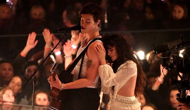 Photo of Camila Cabello y Shawn Mendes nos dejaron esperando ese beso en los MTV Music Awards