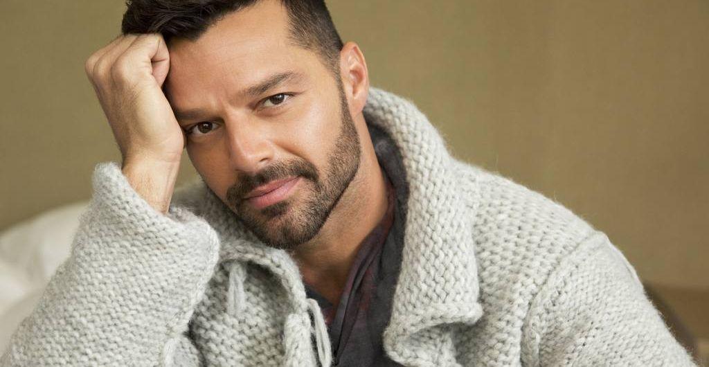 Photo of Ricky Martin derrite de amor presentando a su hija Lucía