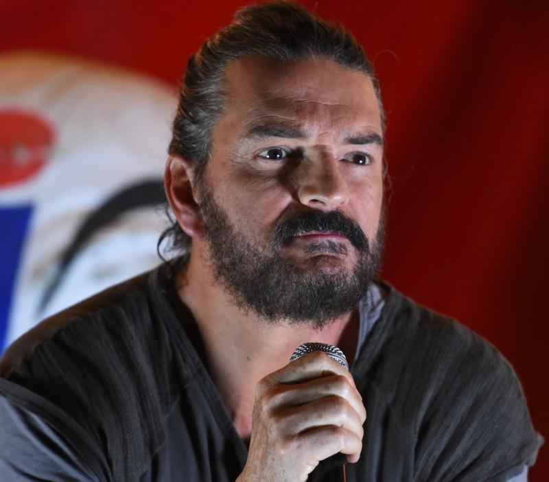 Photo of Ricardo Arjona, presenta videoclip de «Acompáñame a estar Solo» de Circo Soledad en vivo