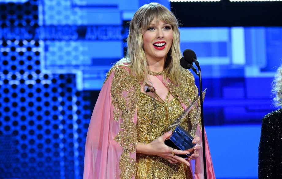 Photo of Taylor Swift con cinco premios en los American Music Awards