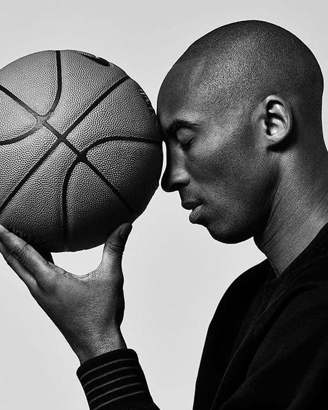 Photo of El mundo conmocionado por el fallecimiento de una leyenda del NBA y los Lakers 'Kobe Bryant'