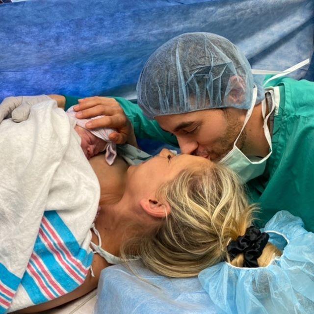 Photo of Enrique Iglesias y Anna Kournikova anuncian el nacimiento de su tercera hija