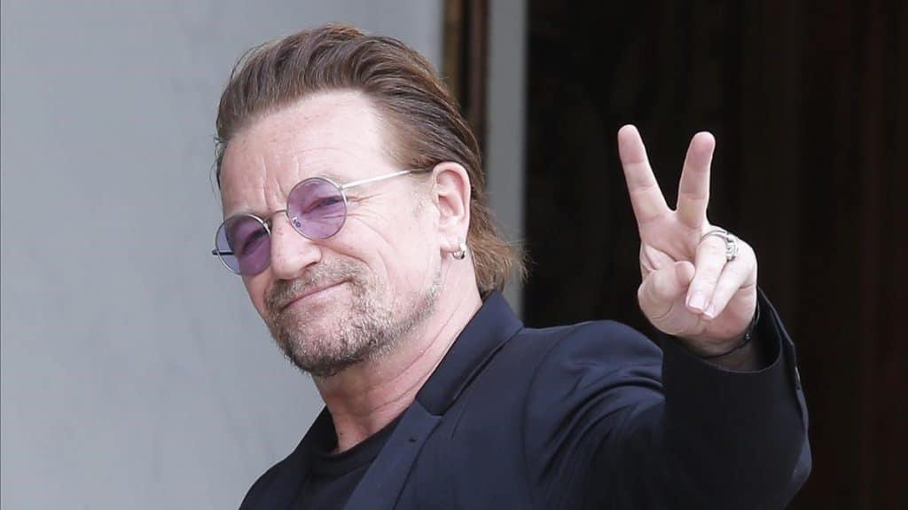 Photo of El cantante Bono estrena una canción dedicada a los que luchan contra el coronavirus