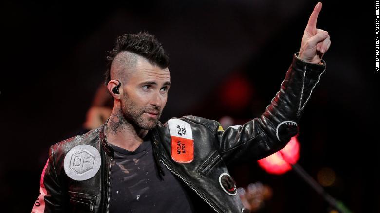 Photo of Adam Levine se disculpa por la actuación de Maroon 5 en el Festival de Viña del Mar